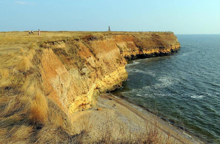 Високий берег острова Березань