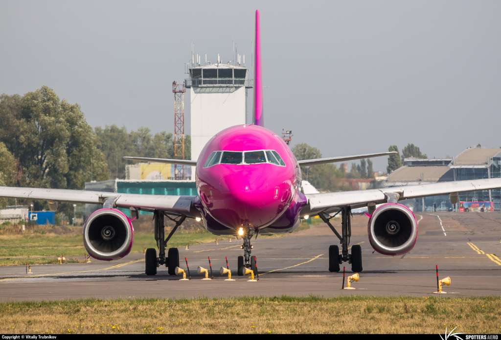 літак Wizz Air Ukraine у Києві