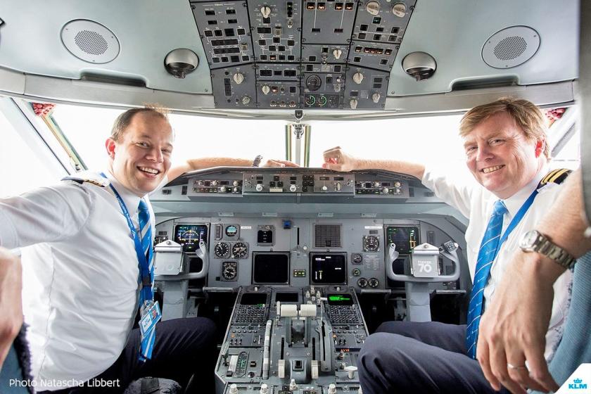 Fokker 70 cockpit